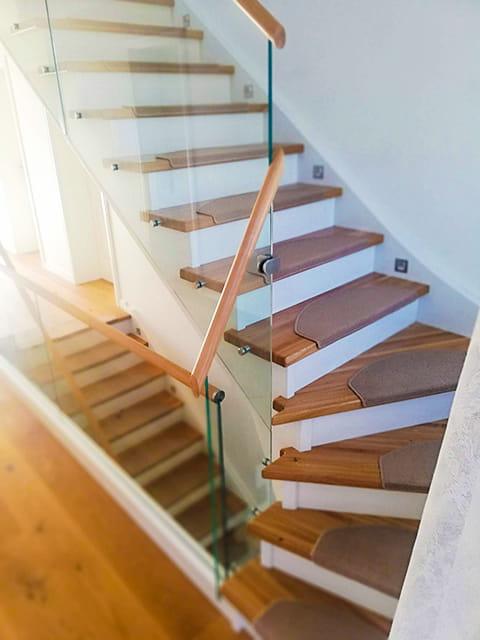 schody-debowe-jesionowe-szklane-z-poreczami